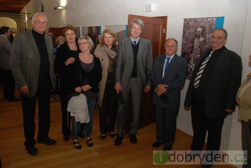 Výstava obrazů Cyrila Mandela