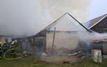Požár v Horním Němčí zničil střechu stodoly i rodinného domu