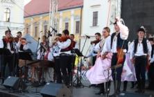 Slavnosti vína - Masarykovo náměstí: SLPT Dolina a kapela Vesna