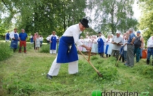 Sečení trávy v Ostrožské Lhotě