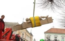 Stěhování kříže v Uh. Ostrohu