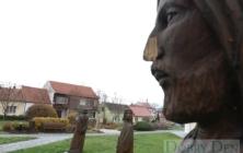 Poničené sochy v Kunovicích