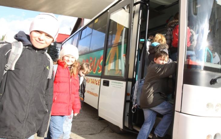 Školní autobus má ztrátu, jízdné podraží