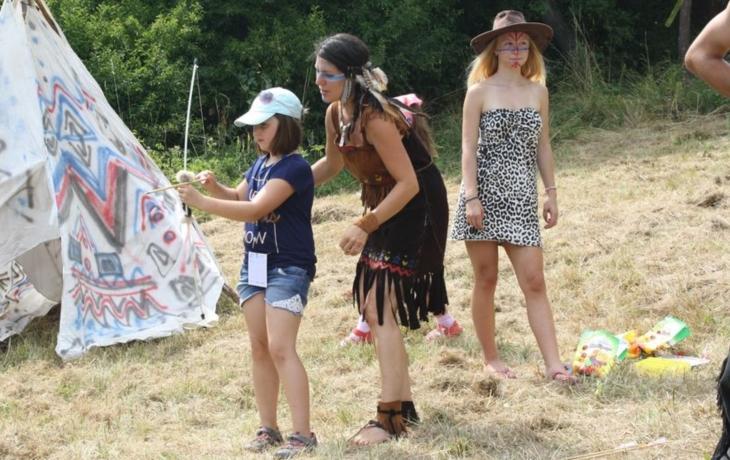 Děti tvořily s místním umělcem