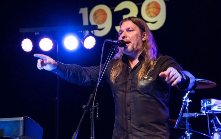S Petrem Kolářem zpíval plný sál