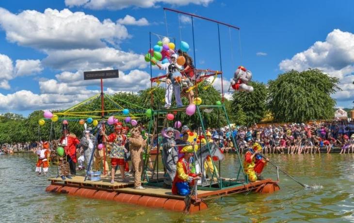 Jubilejní regata vypluje až příští rok