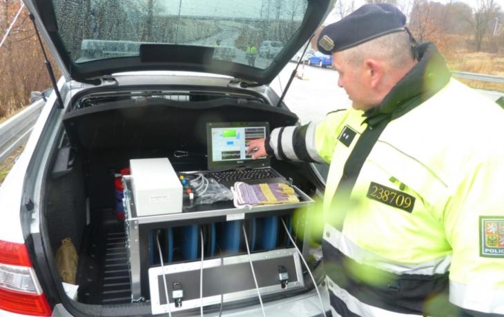 Policie nasazuje proti cizincům Schengenbus