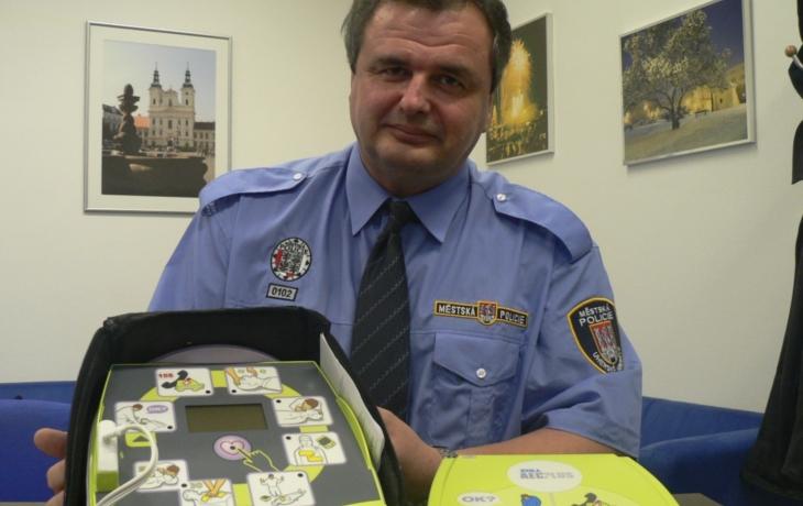 Veselská policie dostane defibrilátor