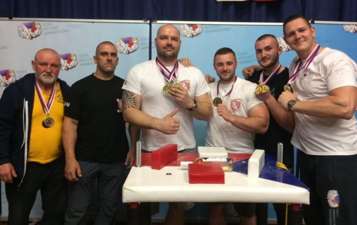 Hlučané vezou jedenáct medailí, zlatý hattrick Giganta Tesaříka!