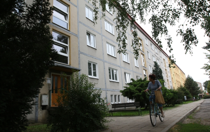 Prodej bytů v Průmyslové ulici se vleče roky. Změní něco petice?