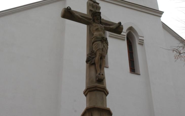 Vítr už nemá šanci, kříž nespadne