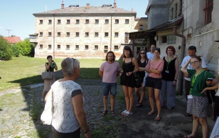 Filmaři si omrkli věznici i klášter. Zatím bez kamer