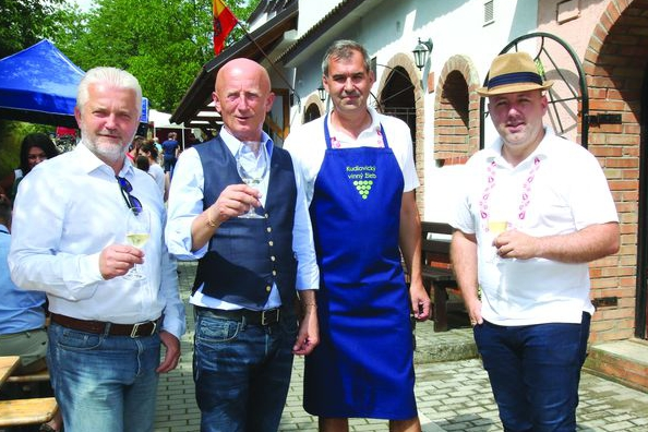 Senátor Valenta: Slovácké slavnosti vína učí děti lásce k folkloru