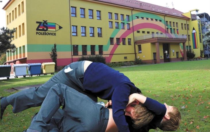 Šikana na škole v Polešovicích! Děti si útoky promýšlely, oběť ze 2. třídy měla na jednom plánku uříznutou hlavu