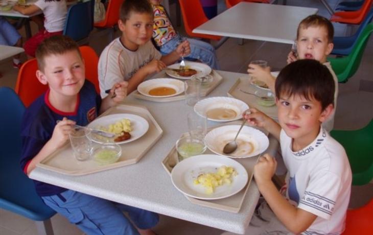 Školákům uvaří hotel