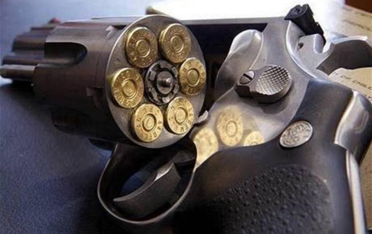 Muž zastřelil v hospodě svoji manželku