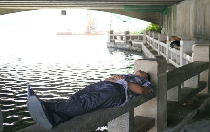 Pod mostem nikdo neskončí, ubytovnu nejspíš koupí město