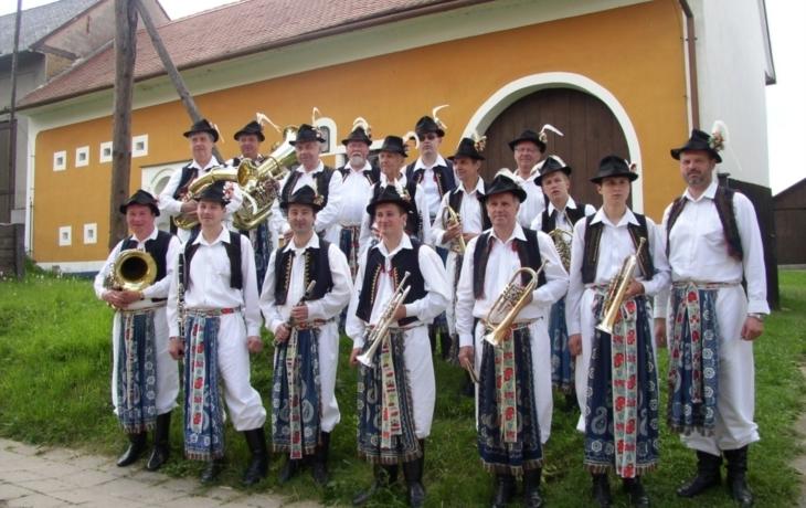 Sto deset let slovácké dechovky Topolanky