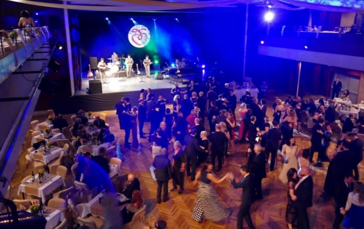 Hvězdy tančily také na plesu města