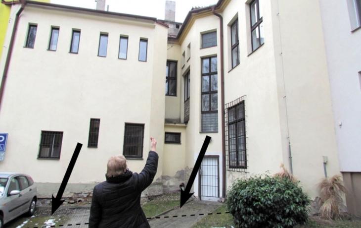 Katolická škola plánuje v Židovně obří stavbu. Úřady mlčely!