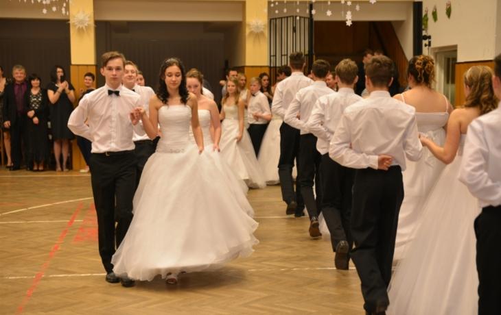 Žáci pomáhali rodičům s přípravou plesu