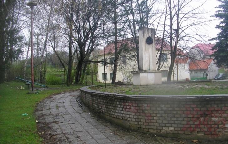 Ve Slavkově přestěhovali památník