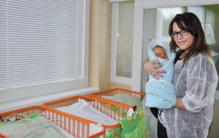 Nové monitory hlídají dech novorozenců