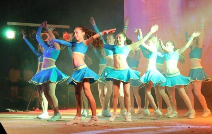 Sjednoceni myšlenkou zpěvu a tance