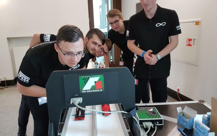 Strojaři z brodské průmyslovky jsou vicemistry Česka v soutěži F1 ve školách
