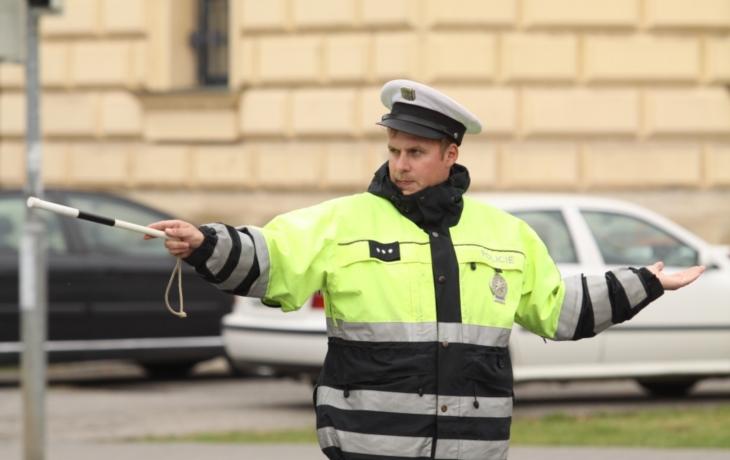 Policisté jsou lepší než semafor