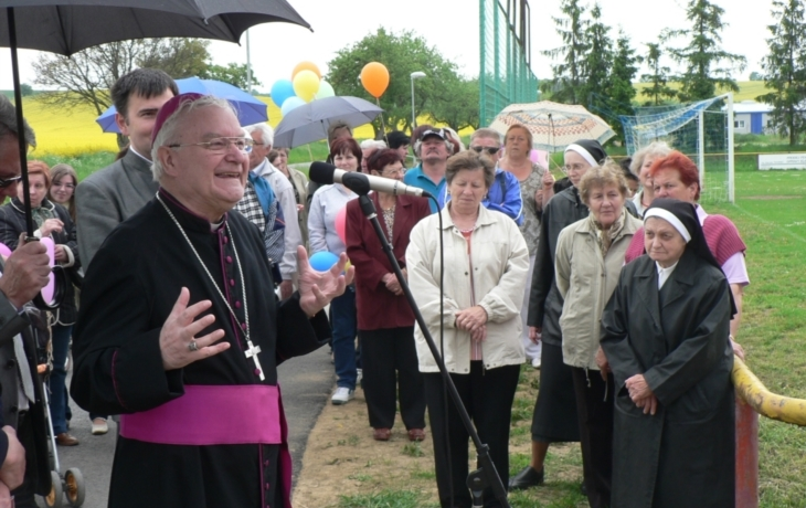 Stezce požehnal biskup Hrdlička