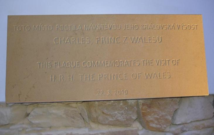 Návštěvu prince z Walesu připomíná pamětní deska