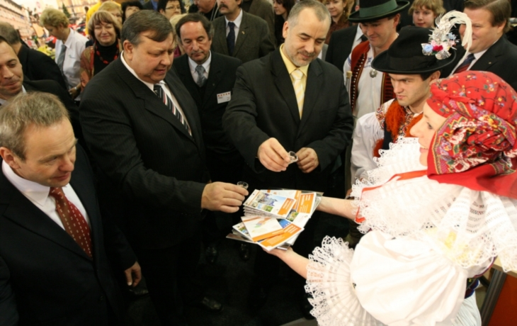 Moravské kraje představily průvodce pěšího turisty