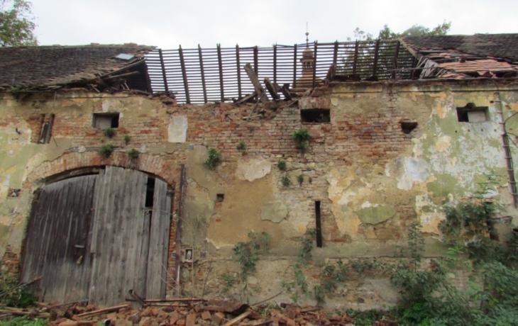 Střecha sýpky se zhroutila. Hrozí Penkovu statku demolice?