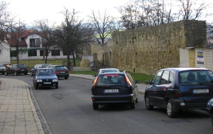 Parkování vyřeší jednosměrkou