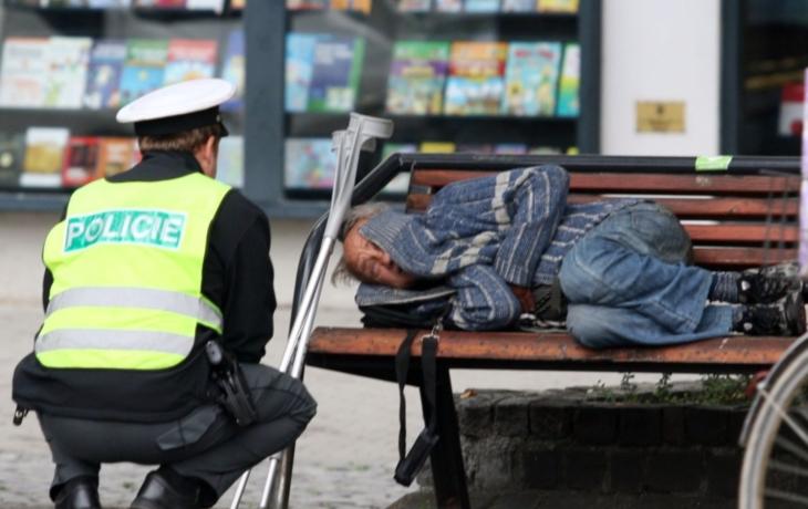 Vypudí bezdomovce z měst a obcí zákaz pobytu?