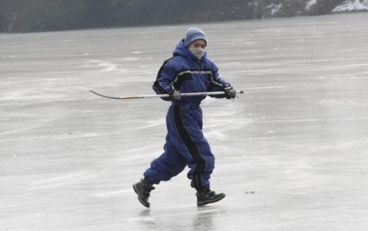 Bruslaři riskovali, led byl křehký