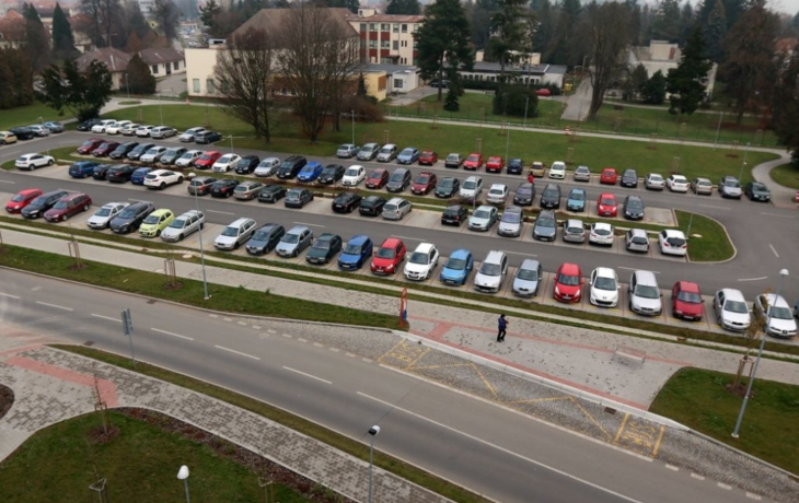 Obyvatelé Štěpnic chtějí obsadit parkoviště pro pacienty