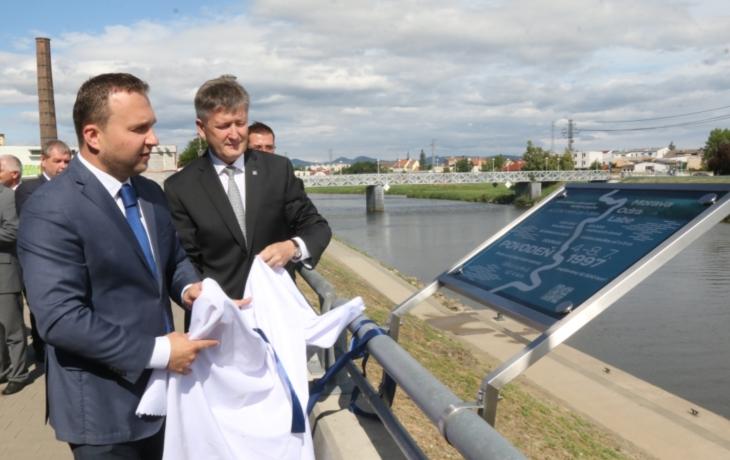 Ministr vzpomínal, jak před velkou vodou stěhoval mrazáky