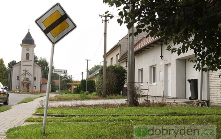 Hodinový hotel pobuřuje, stojí nedaleko kostela!