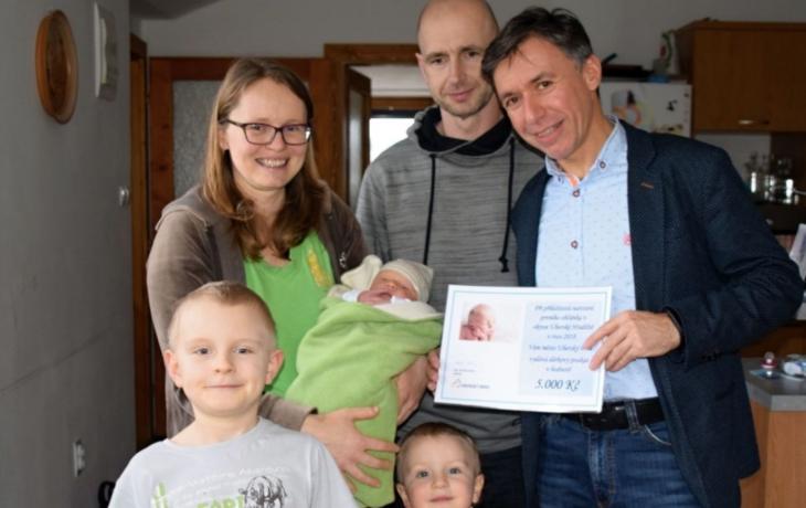 První dítě roku nepřišlo na svět v porodnici, ale doma! Je to kluk