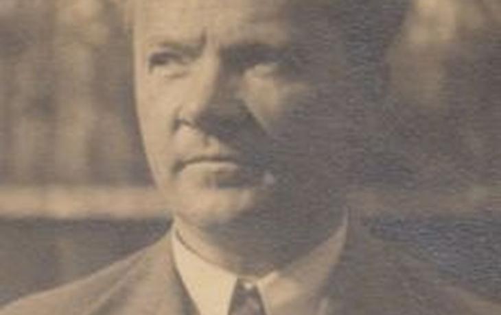 Učitel měšťanské školy, loutkoherec a první vedoucí skautského oddílu