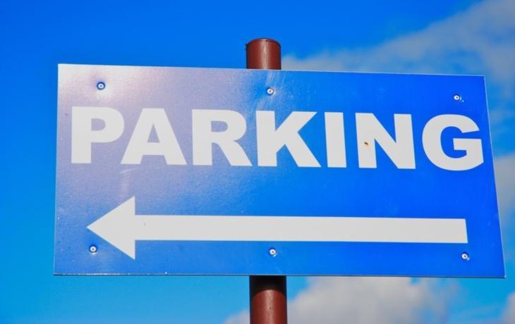 Abonenti zvednou místo jedné hned tři parkovací závory