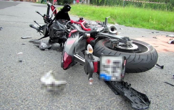 V kopcích nad Korytnou zemřel motorkář. Možná se srazil s autem