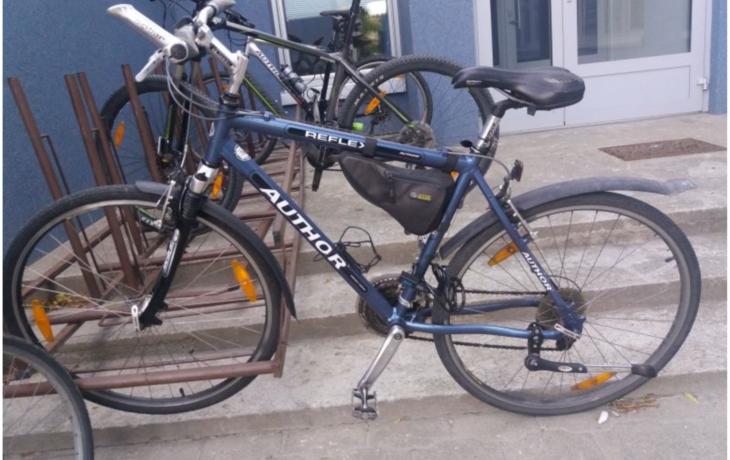 Zlodějka přijela k výslechu na kradeném kole
