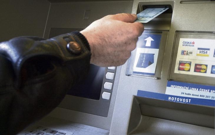 Spořitelna končí, zůstane po ní jen bankomat