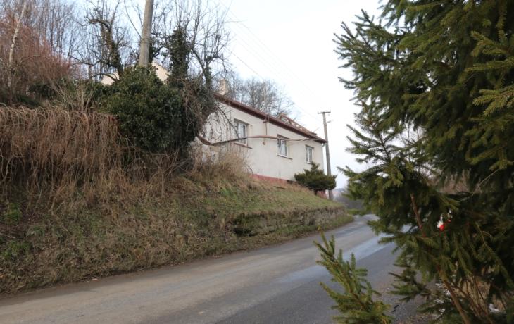 Nová silnice povede skrz zbouraný dům