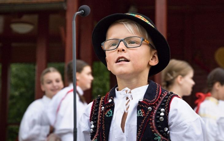 Písní a tancem provede Kašpárek