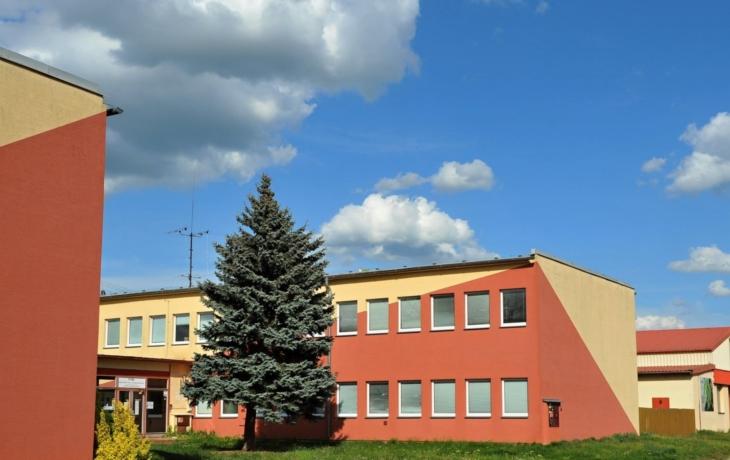 Covid-19 má kantor a student, třída je v karanténě