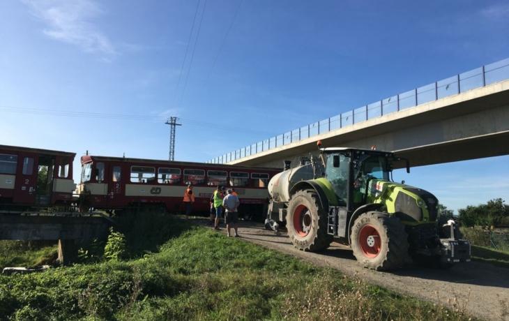 V Kunovicích se střetl spešný vlak s traktorem!